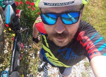 Nenápadne na dvoch kolesách- Jan Kostaa
